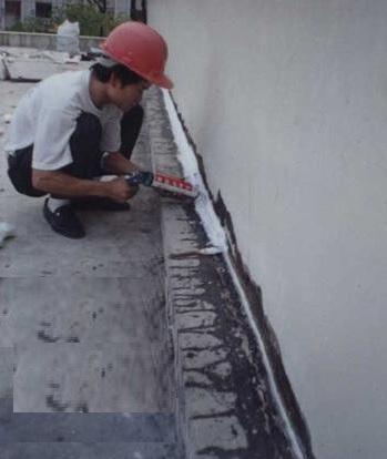 chống thấm tường bằng bơm fom