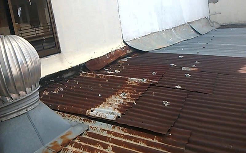 chống dột mái tôn bị lỗ đinh