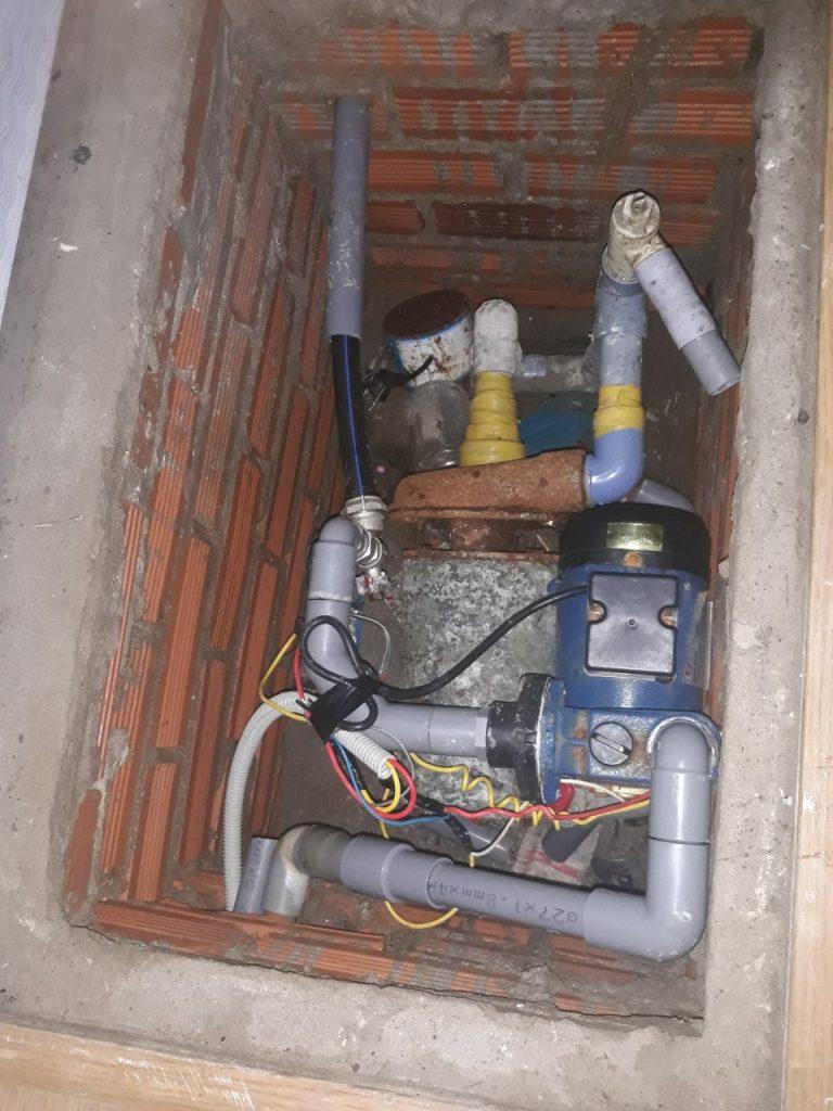 sửa máy bơm bị rò rỉ nước