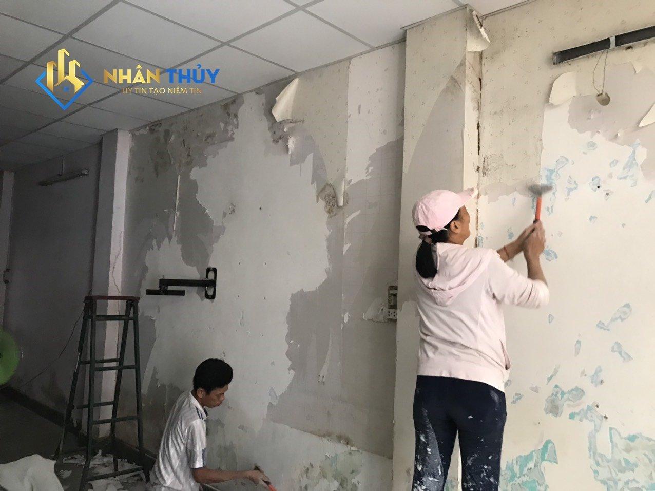 sủi bã tường để sơn chống thấm
