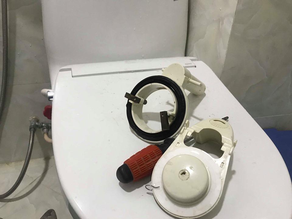 thợ sửa bồn cầu tại bình dương