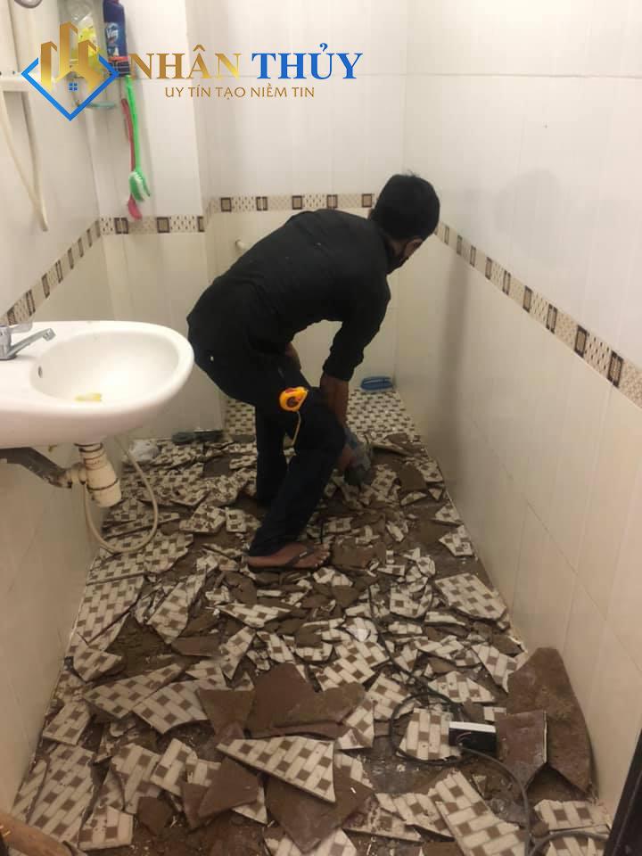 thi công đục nền nhà vệ sinh