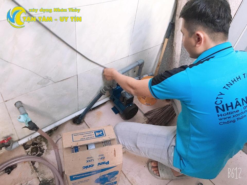 thợ sửa máy bơm