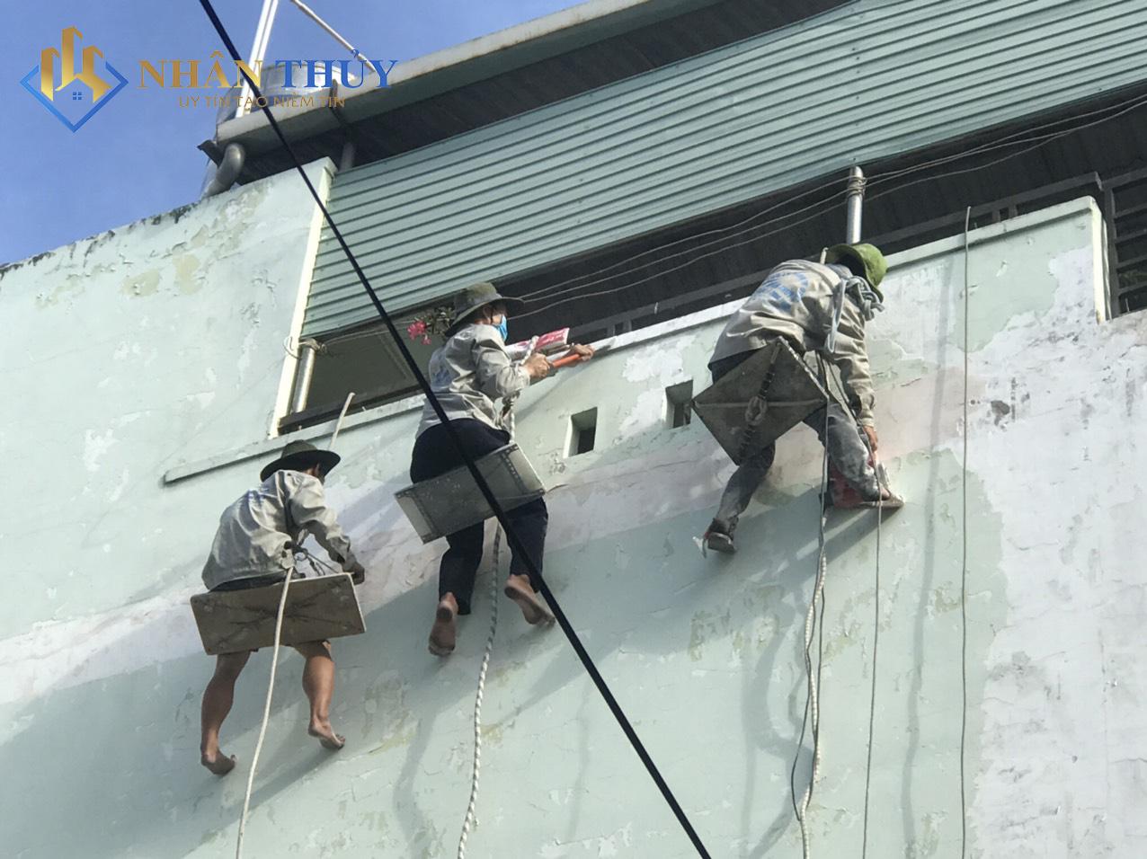 leo dây sơn chống thấm tường
