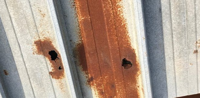 Image result for mái tôn bị thủng