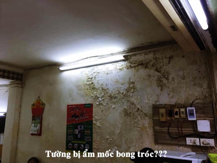 tường nhà bị bong tróc